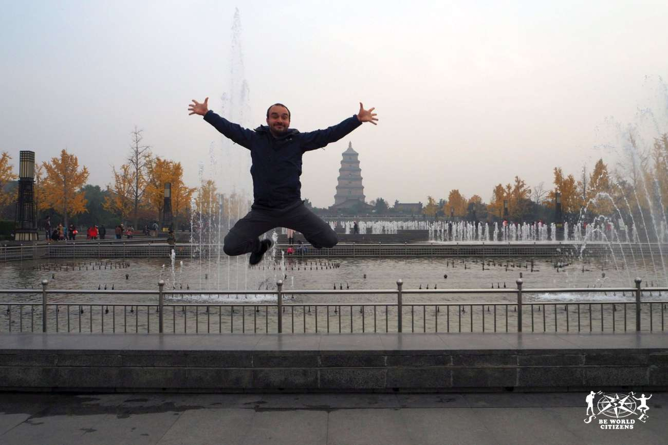 Cina: Un salto davanti alla Pagoda dell\'Oca Selvatica