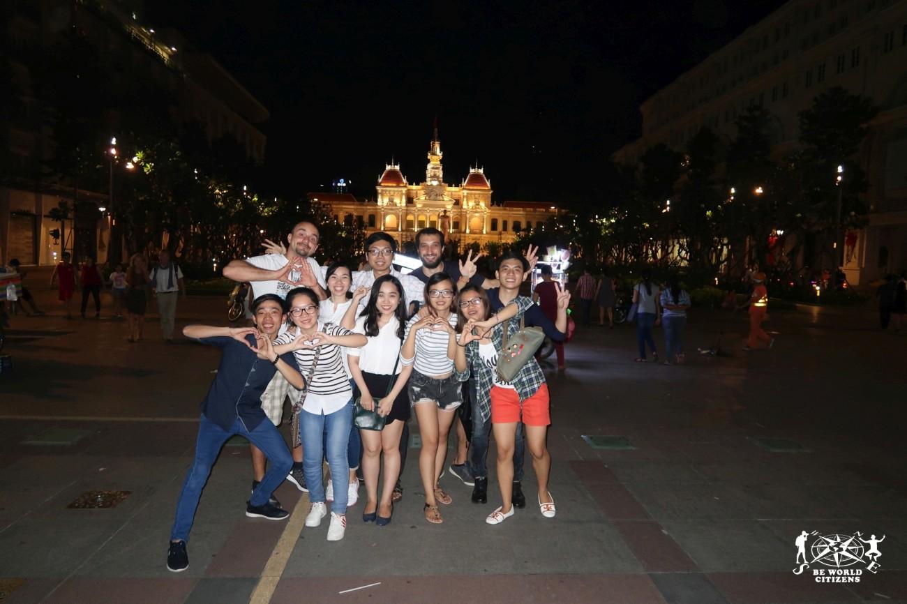 Gruppo di Vietnamiti ad Ho Chi Minh