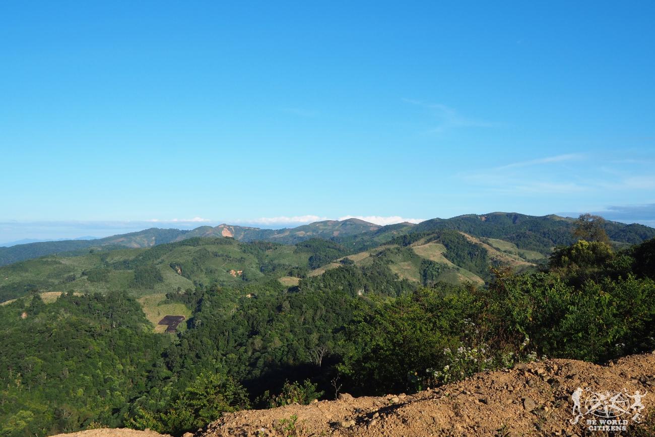 Laos: Panorama dallo sleeping Bus tra Vietnam e Laos