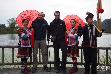 Guilin: le figuranti al villaggio tematico di Shangri-Là